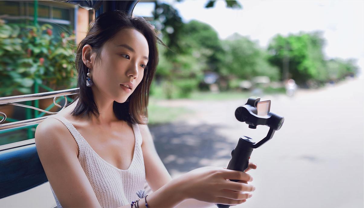 三轴防抖长续航 699元米家小相机手持云台发布