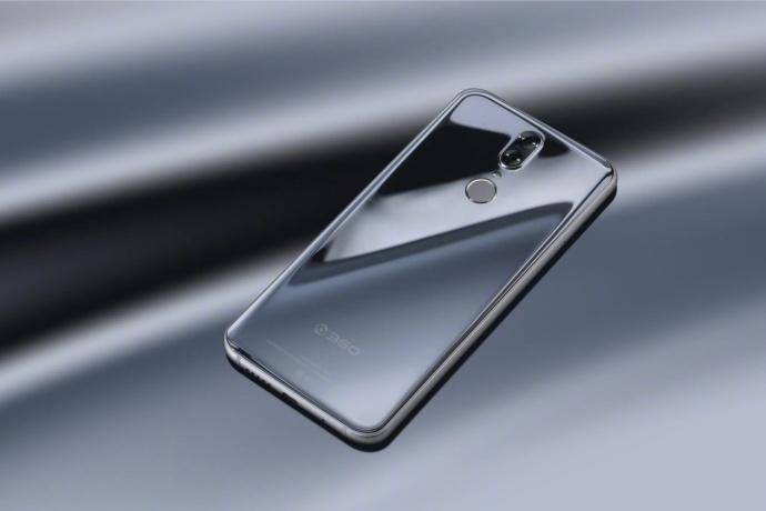 """360手机N6 Pro亮银版加价一千元?李开新回应""""太夸张"""""""